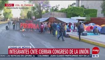 Integrantes de la CNTE protestan en San Lázaro