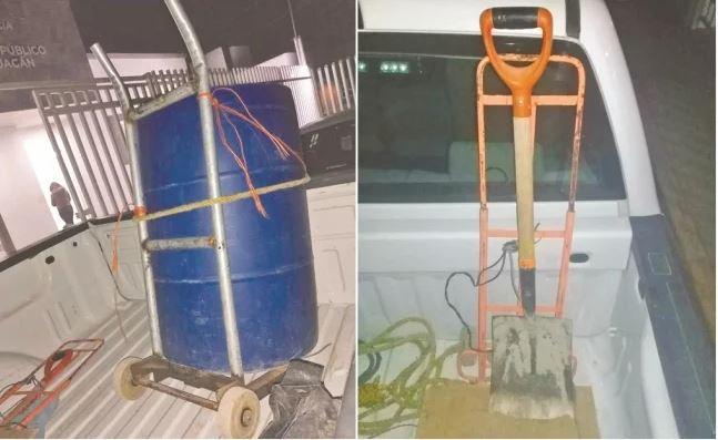 La pareja llevaba consigo un tambo de plástico azul, donde transportaban el cuerpo de Jade, y una pala para abrir una zanja en el baldío (FGEM)