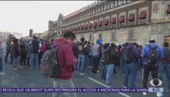 Manifestantes de la CNTE protestan frente a Palacio Nacional