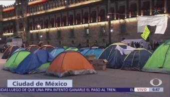 Manifestantes instalan plantón en Palacio Nacional
