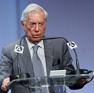 Vargas Llosa pide aumentar presión para acelerar caída de Maduro