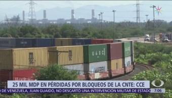 Más de 300 trenes siguen varados por bloqueos en Michoacán