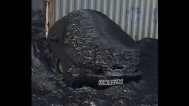 nieve negra cae en region rusa de siberia