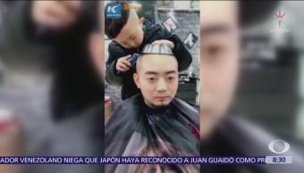Niño chino de 6 años impone moda en peluquería