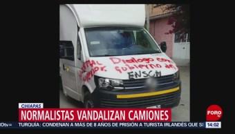 Normalistas vandalizan vehículos en Tuxtla Gutiérrez