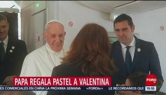 Foto: Papa Regala Pastea Valentina Alazraki Coberturas Papales 05 de Febrero 2019