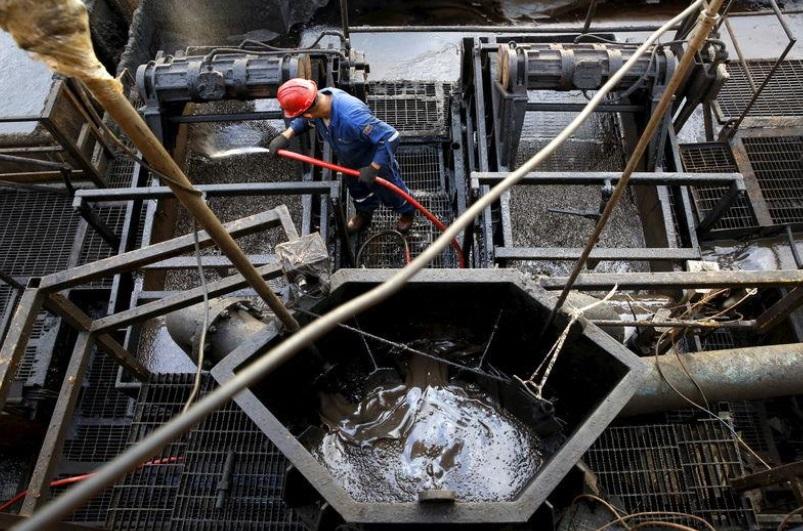 Foto: Un trabajador petrolero en la plataforma en la faja del Orinoco, cerca de Cabrutica en el estado de Anzoátegui, en Venezuela, febrero 9 de 2019 (Reuters)