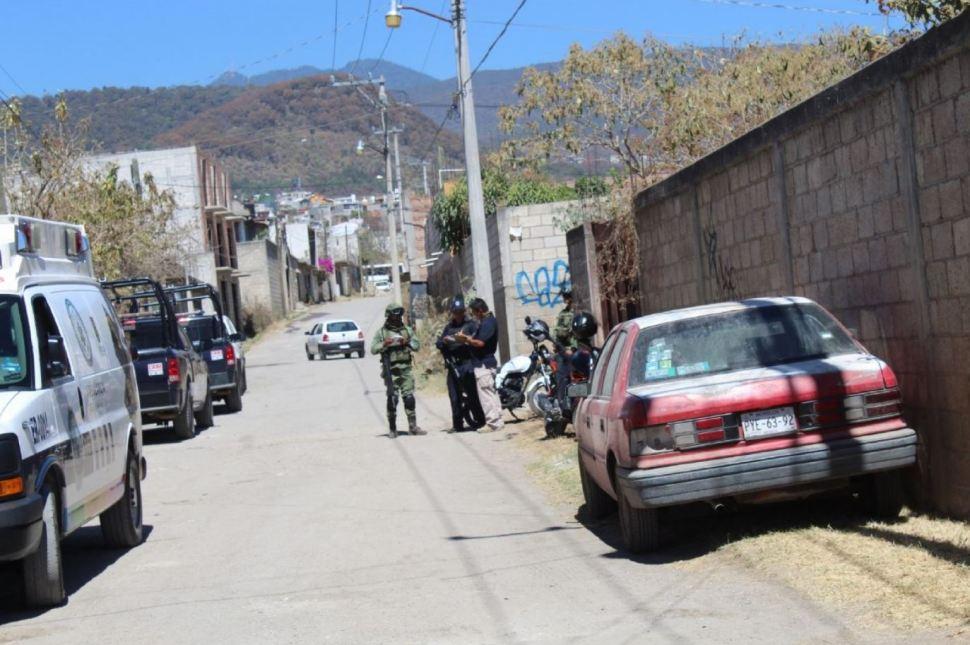 Policías Federales y militares custodian el predio donde se encontraron los cadáveres(Quadratín Morelos)