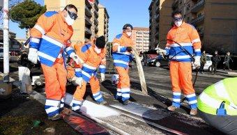 Presos dan mantenimiento a las calles de Roma