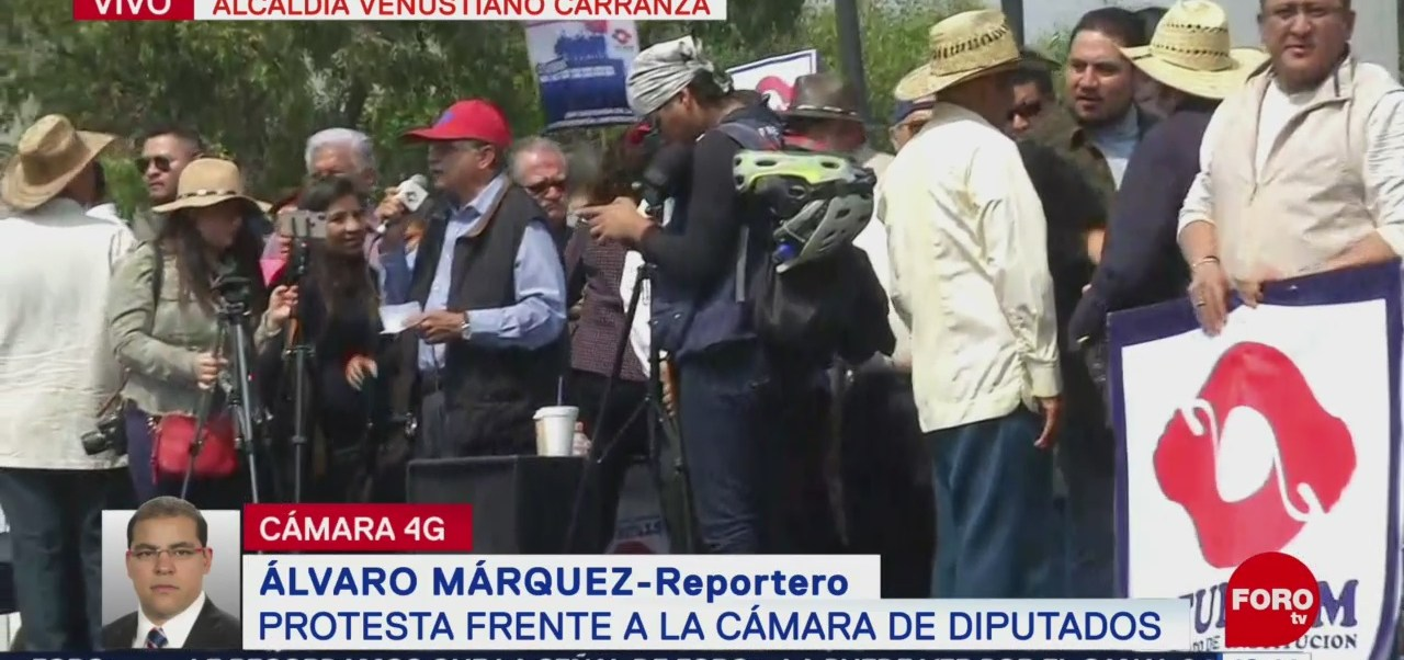 Protestan trabajadores UNAM frente a Cámara de Diputados
