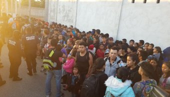 Foto: Rescatan a 160 migrantes dentro de tráiler en Tabasco 15 febrero 2019