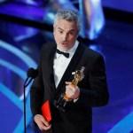 Foto: Alfonso Caurón al recoger el Oscar por mejor película extranjera por 'Roma', el 24 de febrero de 2019 (Reuters)