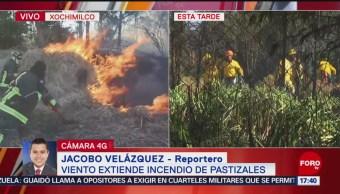 Se extiende incendio en zona de pastizales en Xochimilco