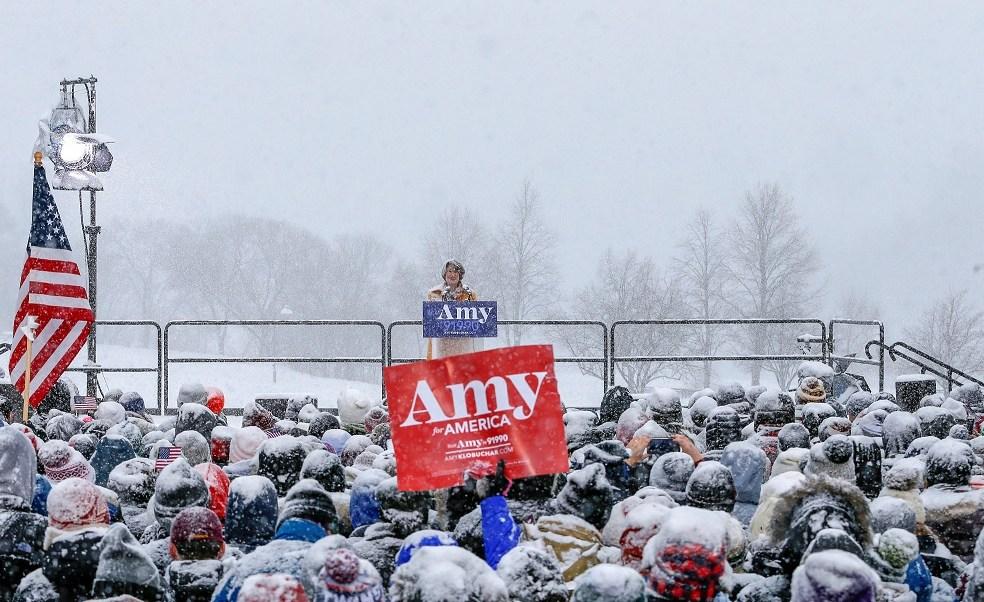 Foto: La senadora estadounidense Amy Klobuchar declara su candidatura para la nominación presidencial demócrata en 2020 en Minneapolis, Minnesota, 10 de febrero de 2019 (Reuters)