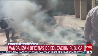 Foto: Vandalizan Oficinas SEP Tuxtla Chiapas 11 Febrero 2019