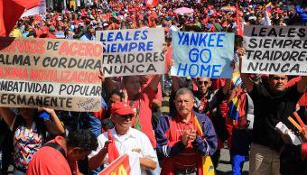 Foto: Simpatizantes del presidente Nicolás Maduro participan en una marcha en apoyo a su Gobierno, en Caracas (Venezuela), 1 febrero 2019