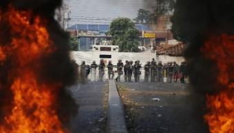 Foto: Opositores y militares en Venezuela se enfrentaron en la frontera con Colombia, el 23 de febrero de 2019 (AP)