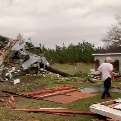 Suman 22 muertos por tornados en Alabama, EU