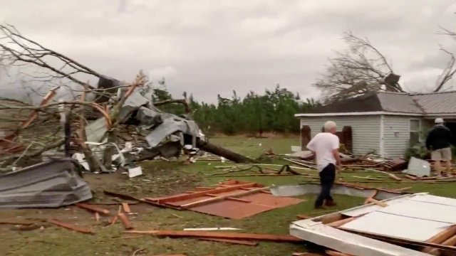 tornados en alabama suman 22 muertos