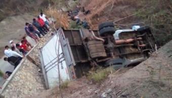 Foto: Un camión que transportaba migrantes centroamericanos se volcó a la altura del río Bombaná, marzo 9 de 2019 (Cuartoscuro)
