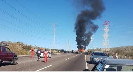 Foto: Accidente en Baja California Sur, 01 de marzo de 2019. Twitter @PrimeraVoz_Mx