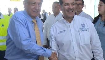 Gobernador de Aguascalientes huye de abucheos; deja a AMLO