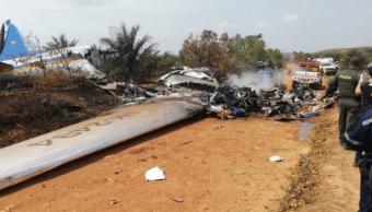 Foto: Al menos doce pasajeros de un avión murieron este sábado tras intentar un aterrizaje de emergencia en una zona selvática del departamento colombiano del Meta, marzo 9 de 2019 (Twitter: @Enel_Aire)