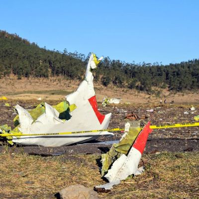 Varios países suspenden vuelos del Boeing 737 tras avionazo en Etiopía