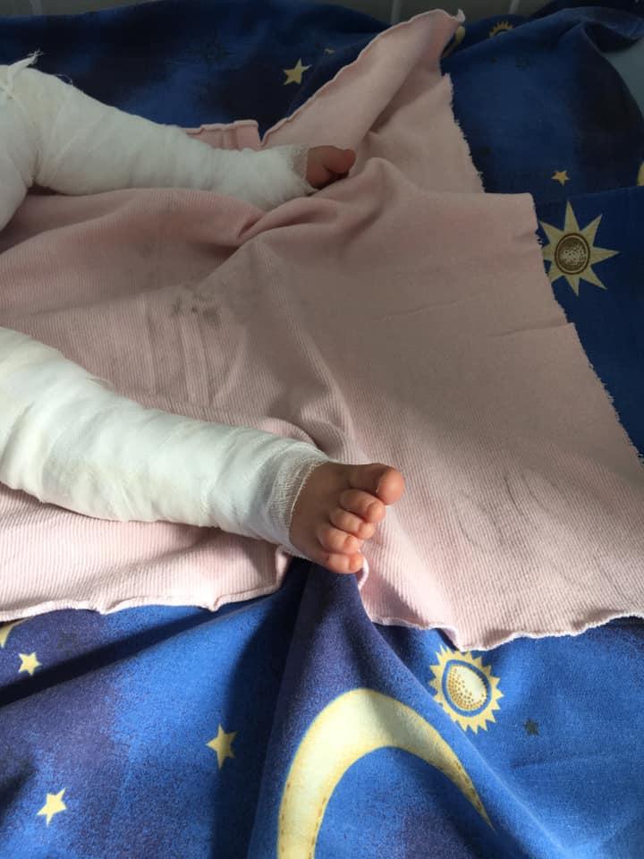 foto bebe muere caer cubeta agua ucrania