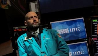 Foto: El especialista Meric Greenbaum trabaja en su puesto en el piso de la Bolsa de Nueva York en Nueva York, marzo 5 de 2019 (Reuters)