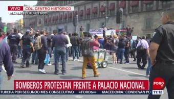 Bomberos protestan frente a Palacio Nacional en CDMX