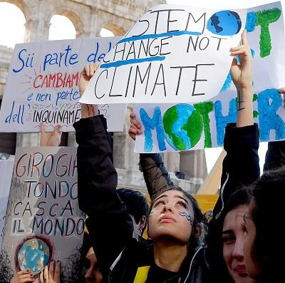 Jóvenes marchan en todo mundo para exigir políticas contra el cambio climático