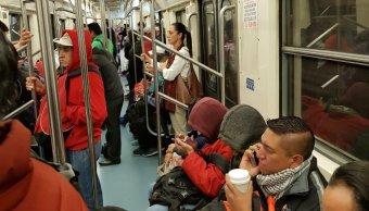 Claudia Sheinbaum viaja en Metro a su oficina, Twitter, 8 de marzo de 2019