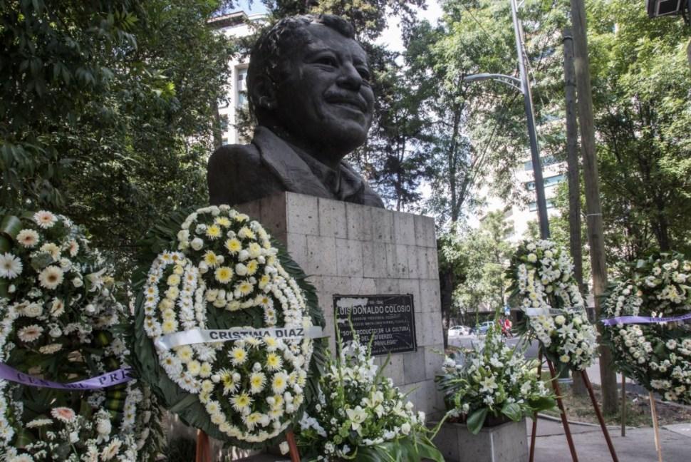 Foto: Ofrendas florales fueron colocadas en la escultura que recuerda a Luis Donaldo Colosio, a 25 años de su asesinato en Lomas Taurinas, Tijuana, el 23 de marzo de 2019 (Cuartoscuro)