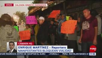 Foto: Comerciantes bloquean Calzada Ignacio Zaragoza