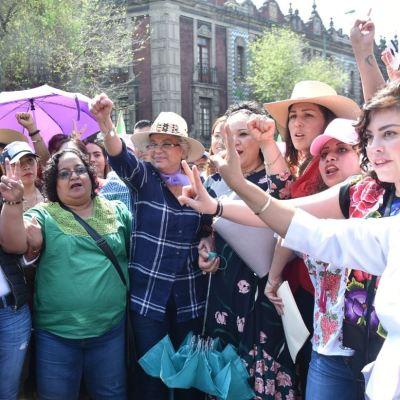 Olga Sánchez Cordero encabeza marcha de mujeres en la CDMX
