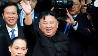 Foto: El líder norcoreano, Kim Jong Un, se despide de la multitud en Vietnam antes de abordar su tren para partir hacia Corea del Norte, 2 de marzo de 2019 (Reuters)