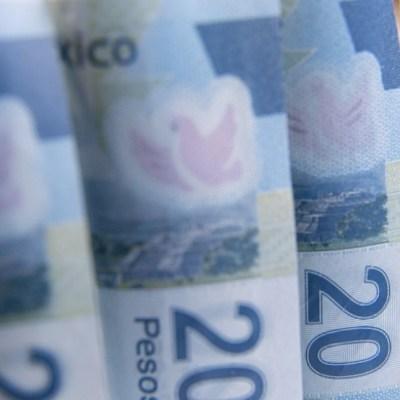 Dólar continúa en retroceso, cierra en 19.38 pesos en bancos