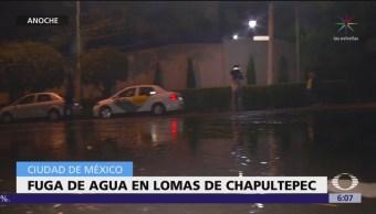 Enorme fuga de agua en Lomas de Chapultepec