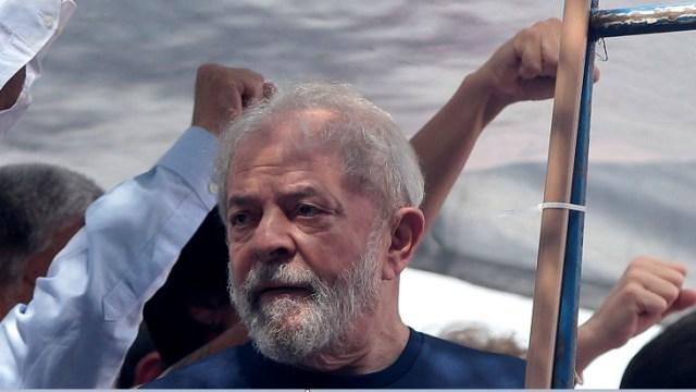 Foto: El expresidente de Brasil, Luiz Inácio Lula da Silva, asiste a una protesta frente al sindicato metalúrgico en Sao Bernardo do Campo, el 7 de abril de 2018