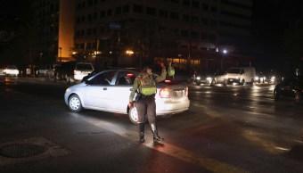 Foto: Una policía ayudan con el tráfico en un cruce vial durante un apagón en Caracas, Venezuela. El 29 de marzo de 2019