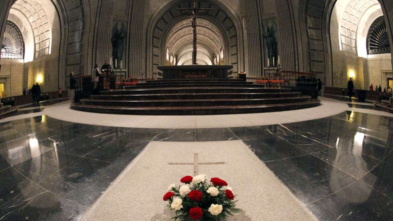 Foto: Interior de la Basílica del Valle de los Caídos donde está enterrado el dictador español Francisco Franco. El 3 de diciembre de 2011