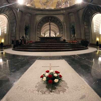 Trasladarán restos del dictador Francisco Franco a cementerio público