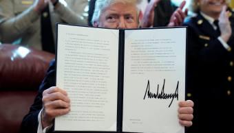 Foto: El presidente de Estados Unidos, Donald Trump, sostiene su veto a la resolución del Congreso para poner fin a la declaración de emergencia. El 15 de marzo del 2019