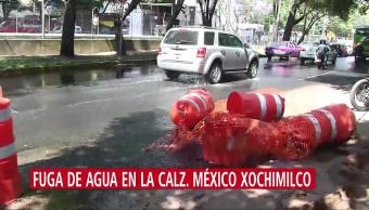 Fuga de agua en la avenida México Xochimilco