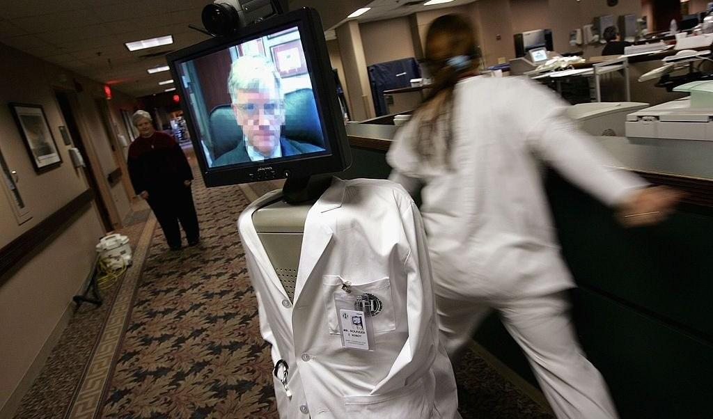 foto Médico usa robot para revelar a un paciente que morirá