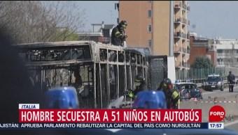 Foto: Hombre secuestra autobús escolar y le prende fuego