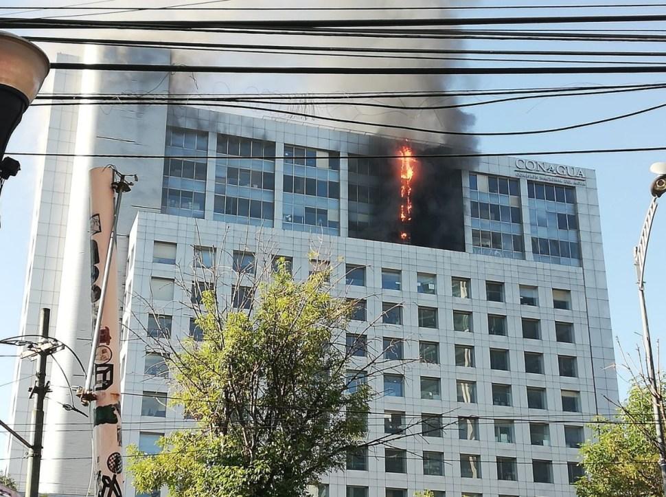 Foto:Se incendia edificio de Conagua en la CDMX, 23 marzo 2019