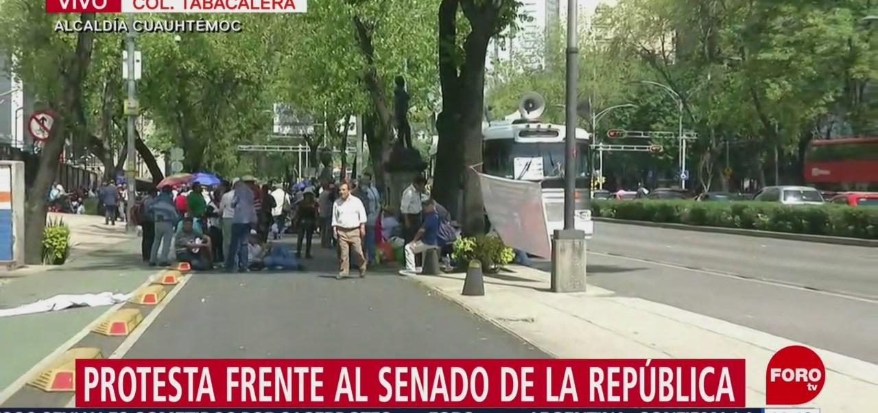 Foto: Jubilados protestan frente al Senado de la República