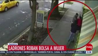 Foto: Ladrones roban bolsa a mujer en Oaxaca